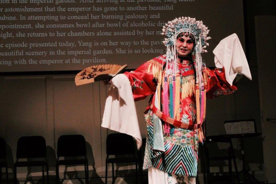 Chinese studies club hosts opera performance