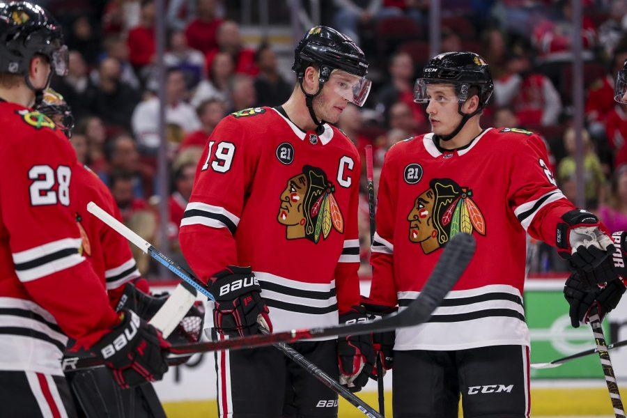 The+Chicago+Blackhawks%27+Jonathan+Toews+%2819%29+talks+with+teammate+Dominik+Kahun+%2824%29+during+the+second+period+against+the+Anaheim+Ducks+at+the+United+Center+in+Chicago+on+Tuesday%2C+Oct.+23%2C+2018.+%28Armando+L.+Sanchez%2FChicago+Tribune%2FTNS%29