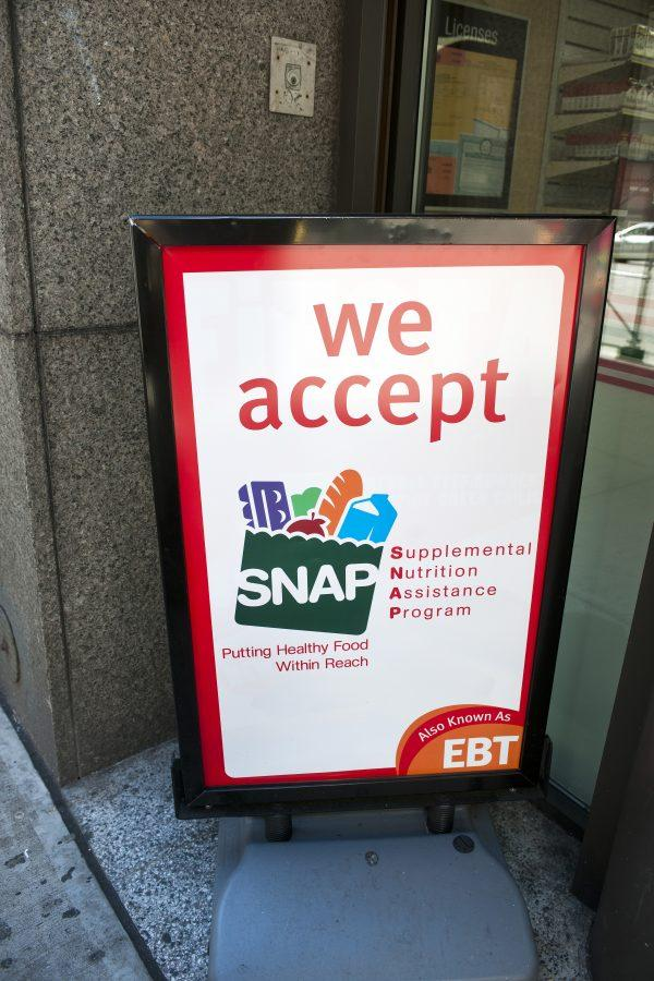 A sign in front of a 7-Eleven in New York announces that the convenience store accepts SNAP (Supplemental Nutrition Assistance Program), on October 20, 2012. President Donald Trump has called for replacing half of the food stamp benefits received with a food delivery service tentatively called