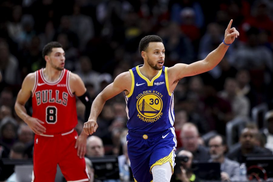 Golden State Warriors guard Stephen Curry (30) puts his finger up after making a shot during the first half against the Chicago Bulls at the United Center Monday Oct. 29, 2018, in Chicago. (Armando L. Sanchez/Chicago Tribune/TNS)