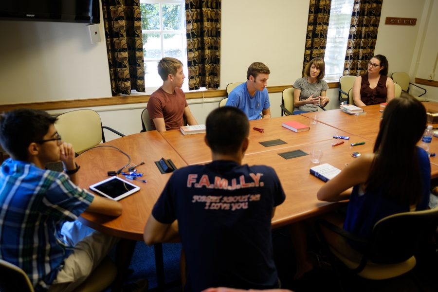 Wake Forest communication professor Dr. Alessandra Von Burg leads a group of first year students in discussing the book City of Thorns as part of Project Wake during orientation on Sunday, August 28, 2016.