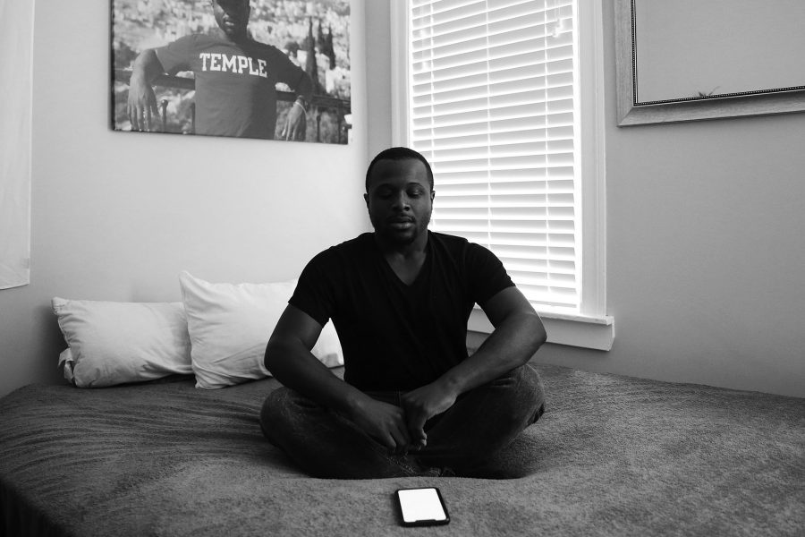 Ewan Johnson at home in West Philadelphia on October 8, 2019. Johnson uses a mindfulness app called Tide. (TimTai/The Philadelphia Inquirer/TNS)