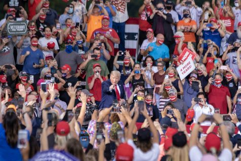 Trump rally ignores  distancing guidelines