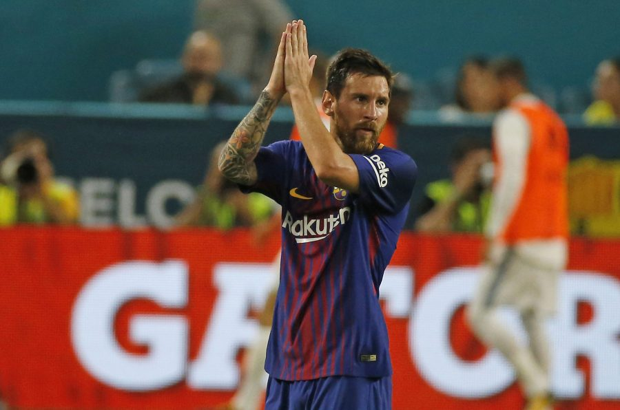 Barcelona+forward+Lionel+Messi+greets+the+fans+after+he+left+the+game+during+the+second+half+against+Real+Madrid+in+an+International+Champions+Cup+match+on+Saturday%2C+July+29%2C+2017%2C+at+Hard+Rock+Stadium+in+Miami+Gardens%2C+Fla.+Barcelona+won%2C+3-2.+%28David+Santiago%2FEl+Nuevo+Herald%2FTNS%29