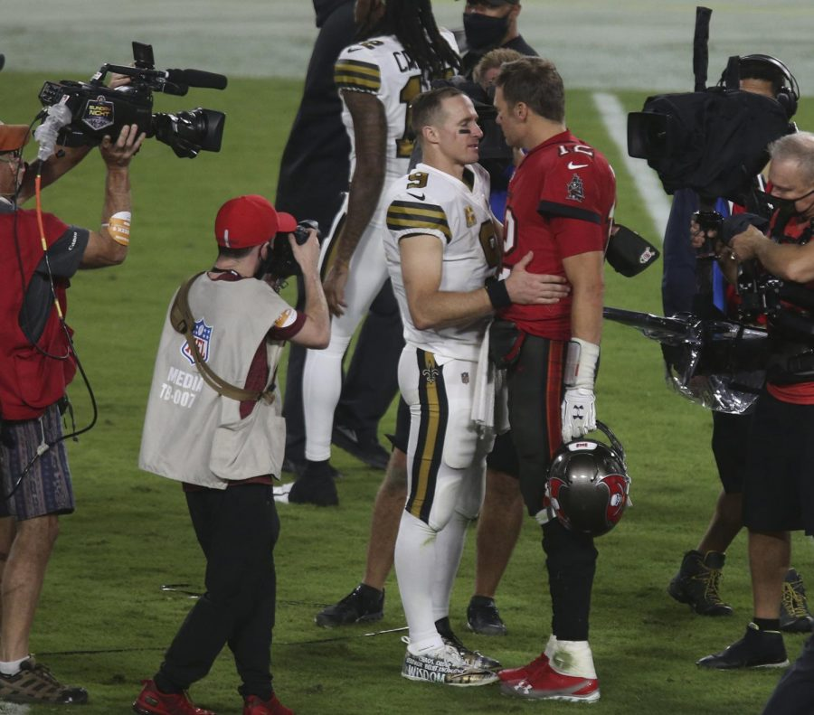 Brady and Brees share a moment Sunday night after the Saint's convincing 31-3 win (Doug Clifford/Tampa Bay Times/TN)