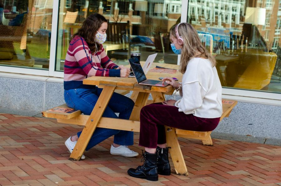 As campus reopened to the same Orange status precautions that ended last semester, FDOC saw many students taking their classes on Zoom rather than in a classroom.